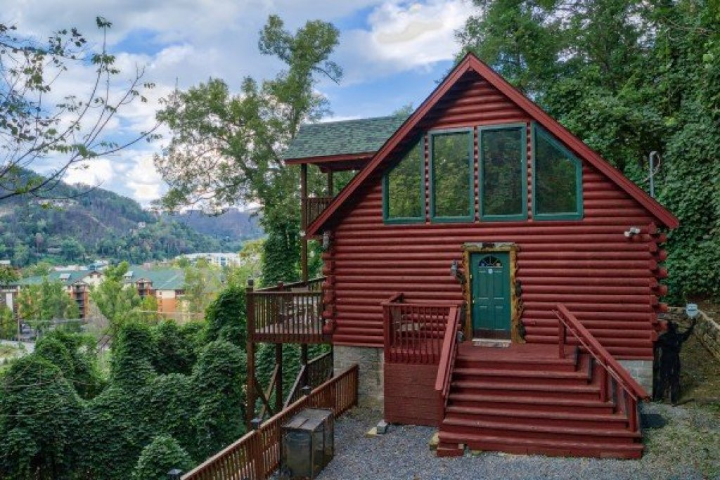 Photo of a Gatlinburg Cabin named Shiloh - This is the second photo in the set.