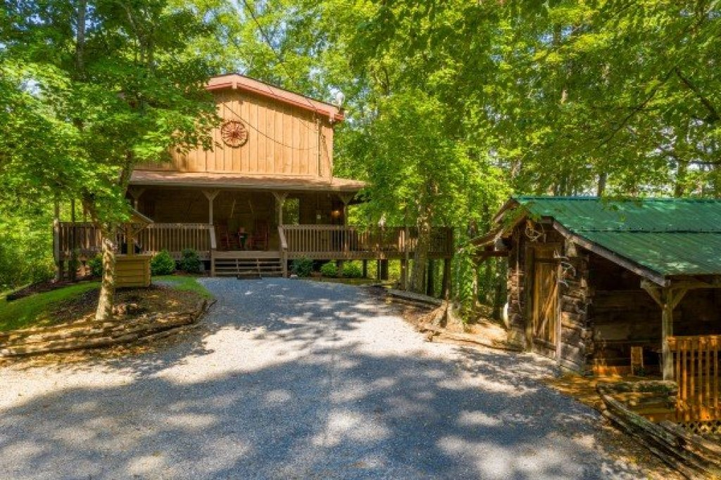 Photo of a Gatlinburg Cabin named Bearfoot Adventure - This is the second photo in the set.