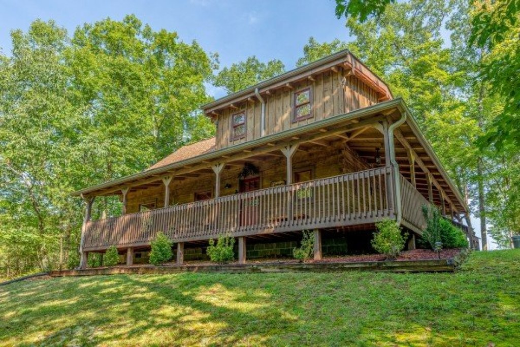 Photo of a Gatlinburg Cabin named Bearfoot Adventure - This is the first photo in the set.