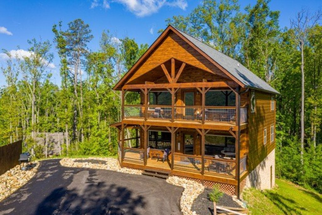 Photo of a Gatlinburg Cabin named Heaven's Hill - This is the second photo in the set.