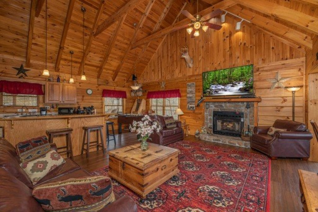 Photo of a Gatlinburg Cabin named Bearfoot Adventure - This is the sixth photo in the set.