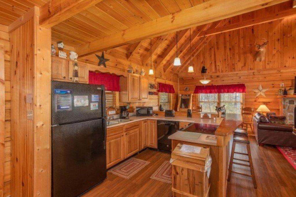 Photo of a Gatlinburg Cabin named Bearfoot Adventure - This is the eighth photo in the set.