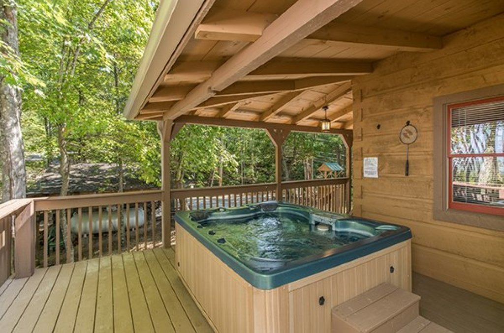 Photo of a Gatlinburg Cabin named Bearfoot Adventure - This is the nineteenth photo in the set.