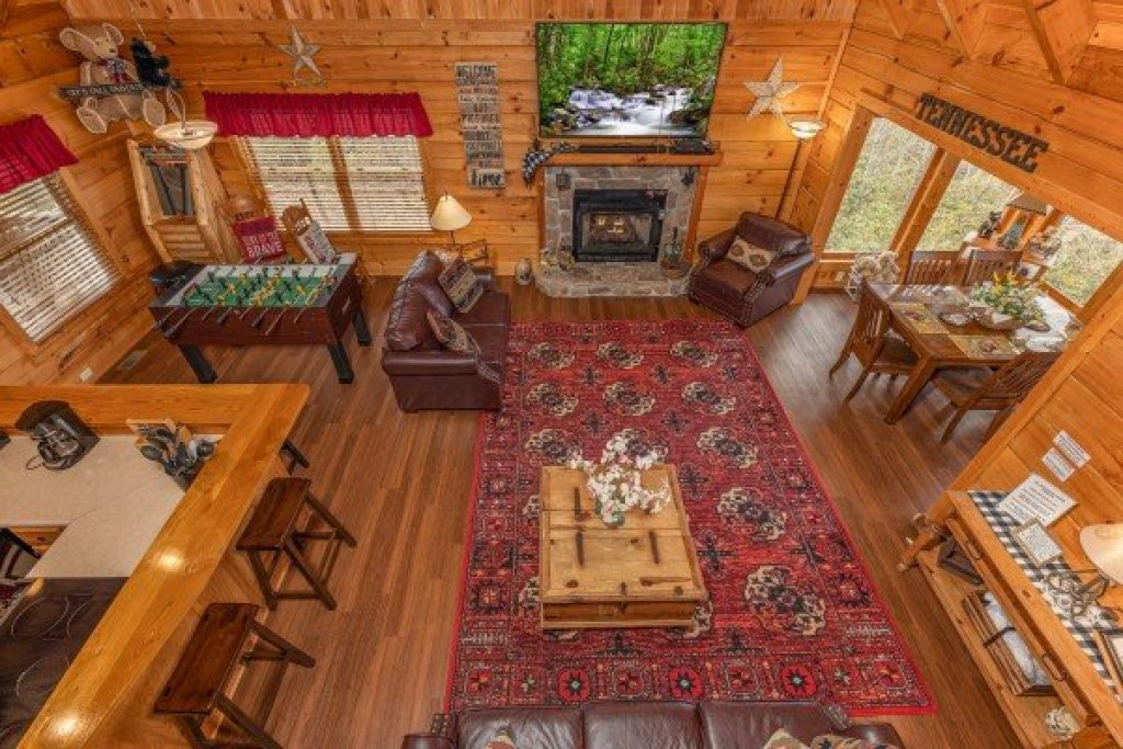 Photo of a Gatlinburg Cabin named Bearfoot Adventure - This is the twenty-second photo in the set.