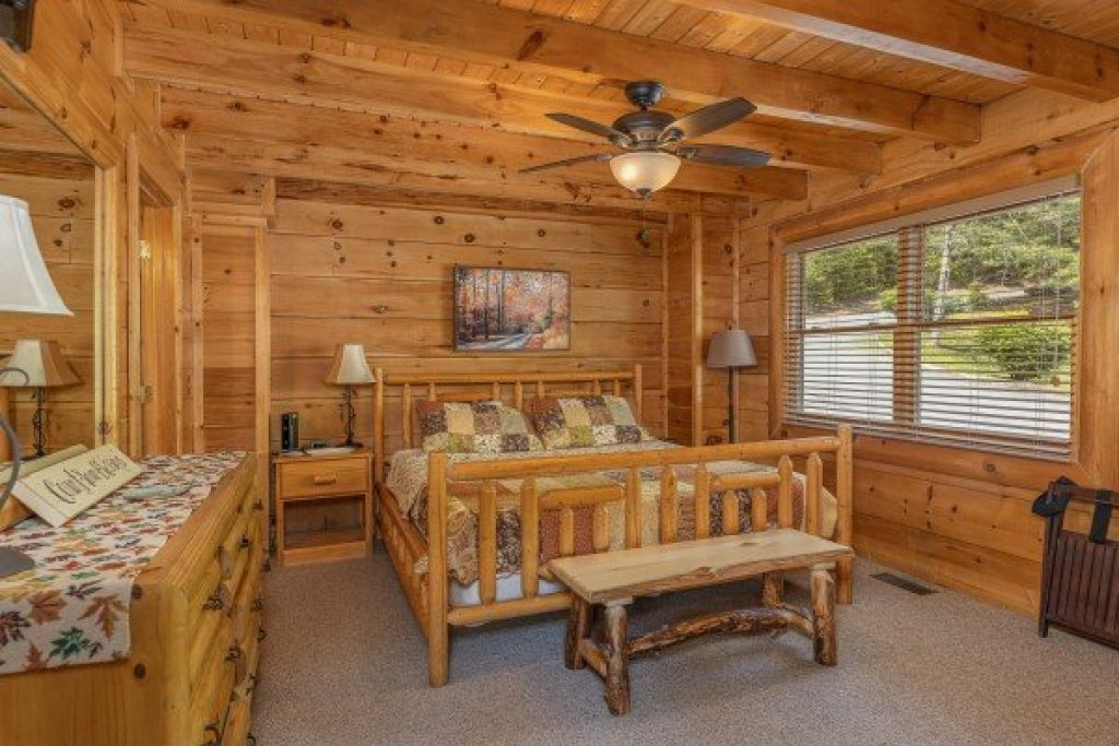 Photo of a Sevierville Cabin named Autumn Blessings - This is the tenth photo in the set.