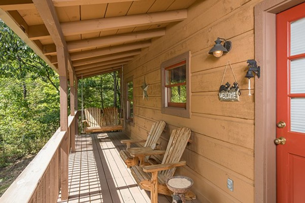 Photo of a Gatlinburg Cabin named Bearfoot Adventure - This is the thirty-fifth photo in the set.