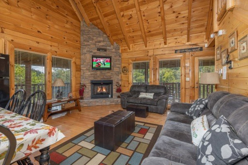 Photo of a Sevierville Cabin named Autumn Blessings - This is the second photo in the set.