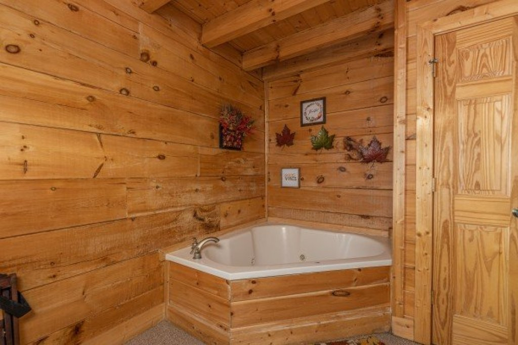 Photo of a Sevierville Cabin named Autumn Blessings - This is the twelfth photo in the set.