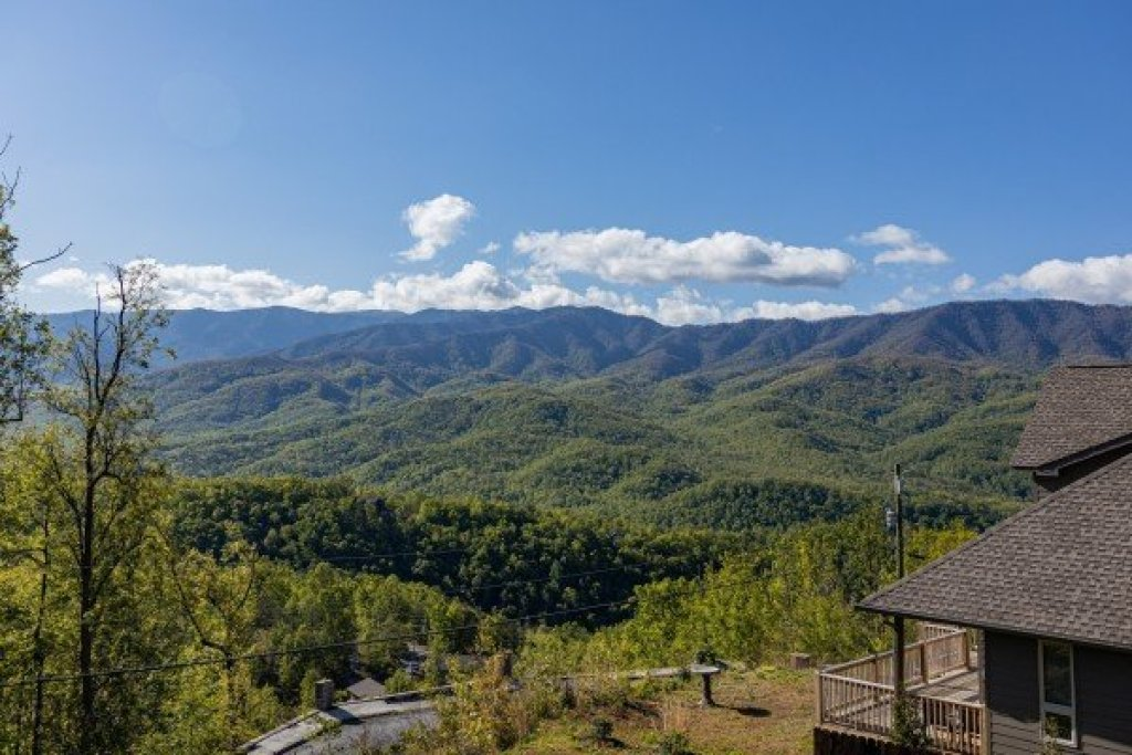 Photo of a Gatlinburg Cabin named Heaven's Hill - This is the twenty-ninth photo in the set.