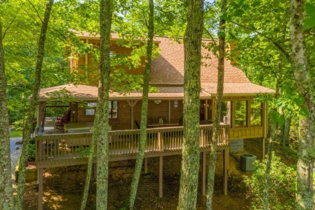 Photo of a Gatlinburg Cabin named Bearfoot Adventure - This is the fortieth photo in the set.