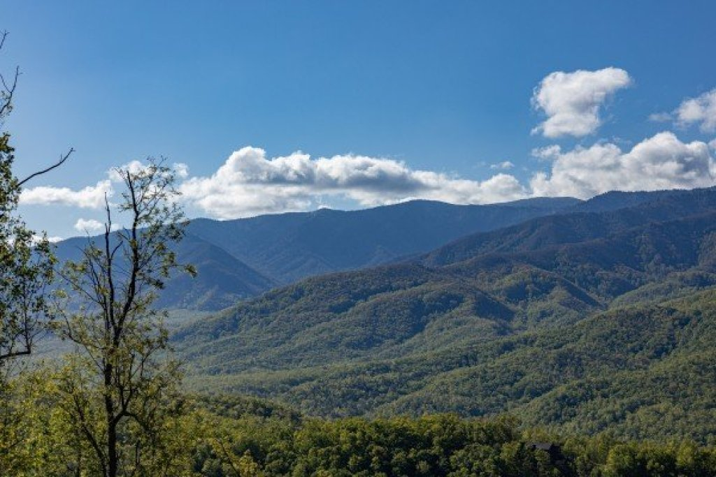 Photo of a Gatlinburg Cabin named Heaven's Hill - This is the thirty-first photo in the set.