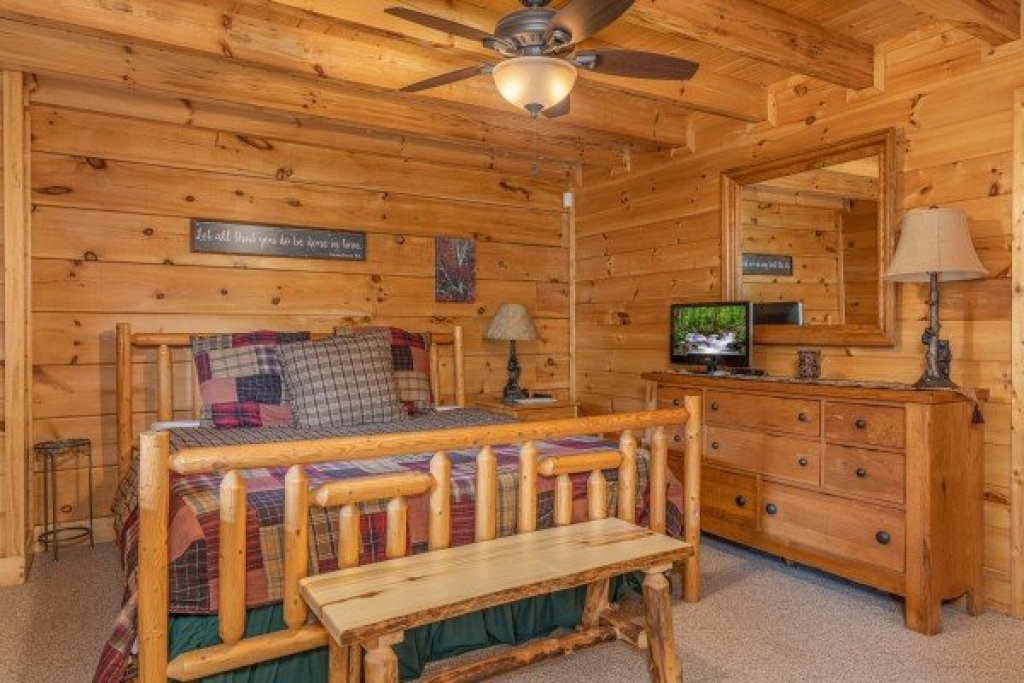 Photo of a Sevierville Cabin named Autumn Blessings - This is the fourteenth photo in the set.