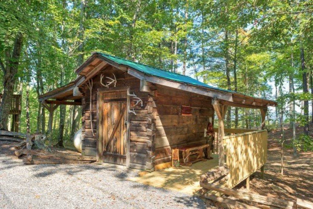 Photo of a Gatlinburg Cabin named Bearfoot Adventure - This is the thirty-sixth photo in the set.
