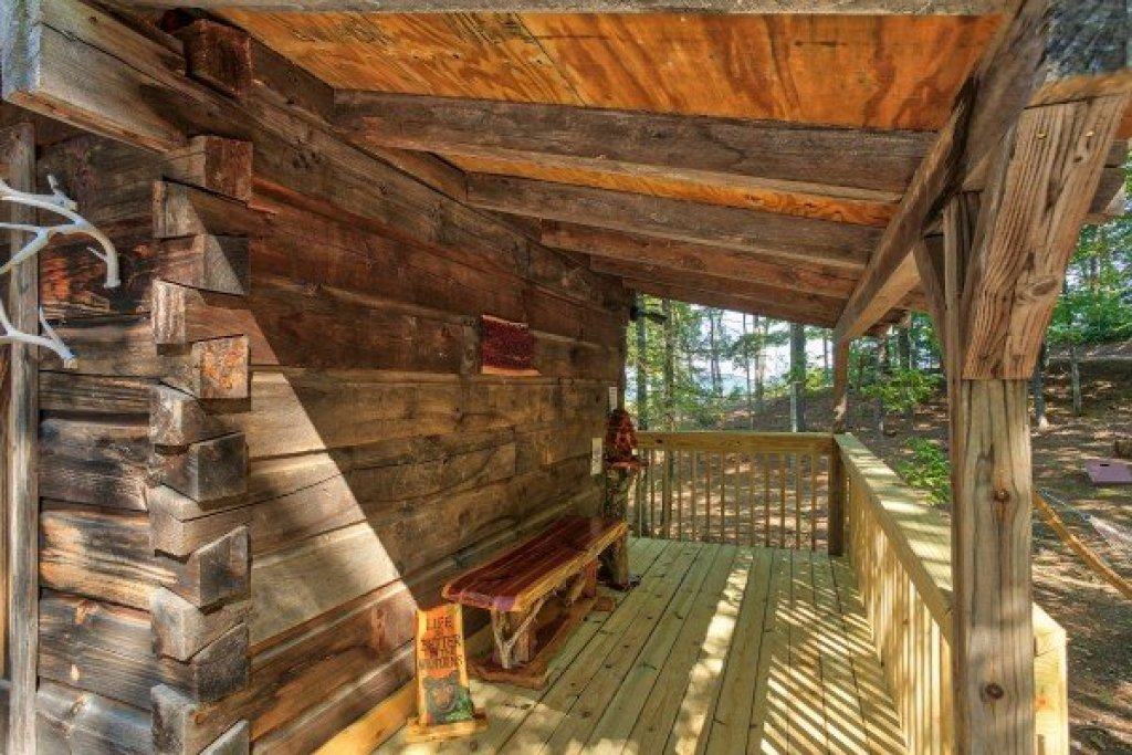 Photo of a Gatlinburg Cabin named Bearfoot Adventure - This is the thirty-seventh photo in the set.
