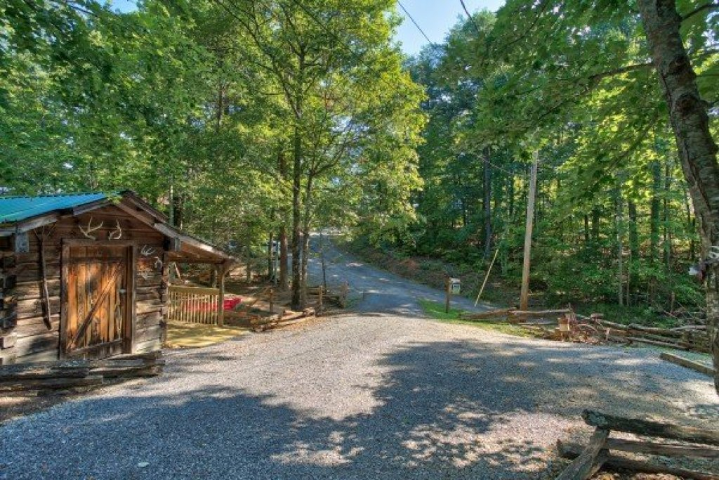 Photo of a Gatlinburg Cabin named Bearfoot Adventure - This is the thirty-eighth photo in the set.