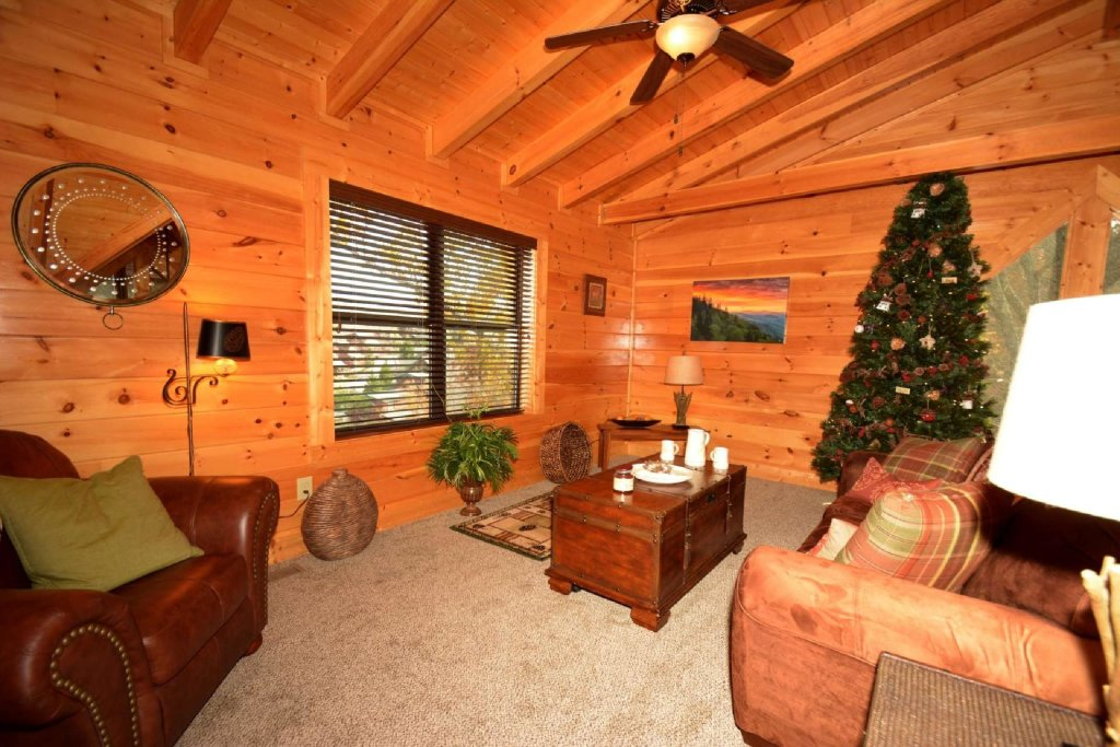 Photo of a Sevierville Cabin named Pine Cone Lodge - This is the thirteenth photo in the set.