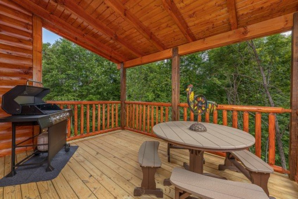 Photo of a Sevierville Cabin named Mountain Life - This is the fourth photo in the set.