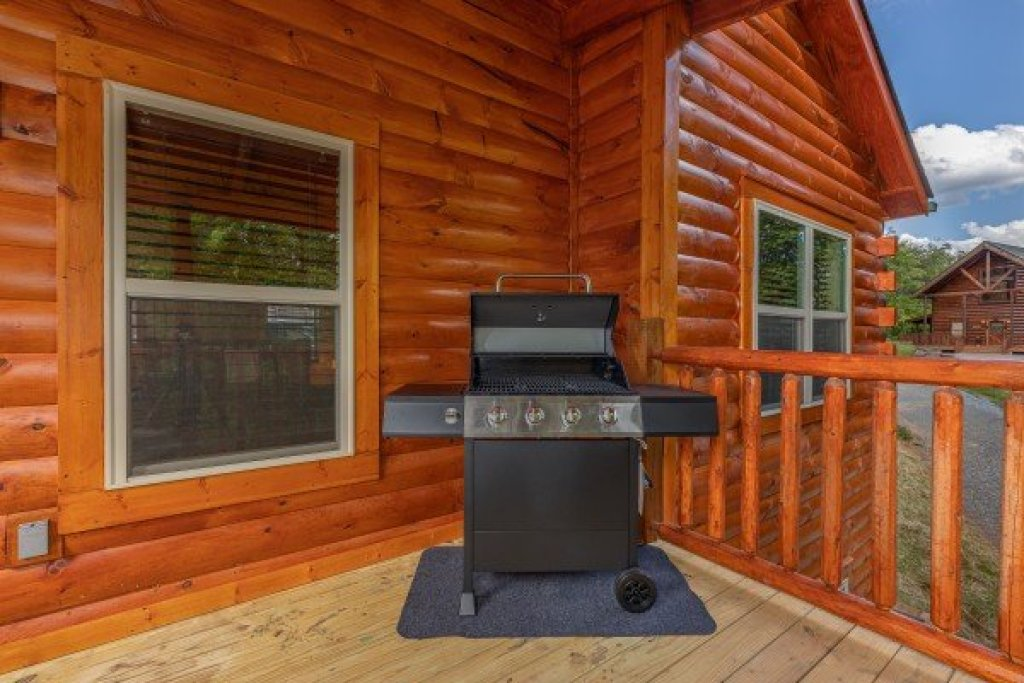 Photo of a Sevierville Cabin named Mountain Life - This is the fifth photo in the set.
