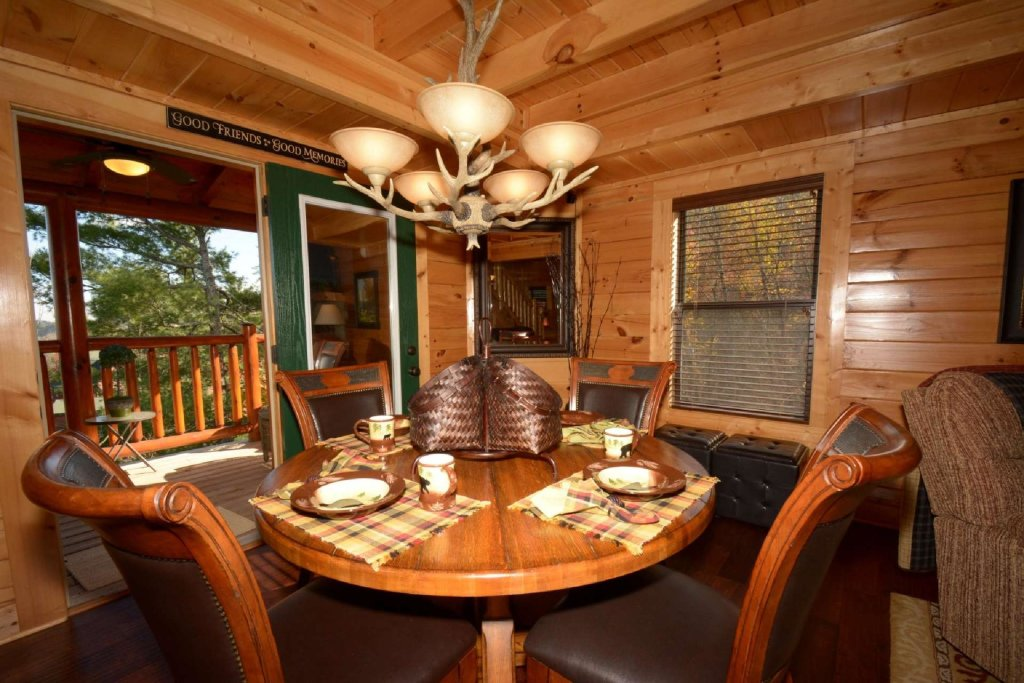 Photo of a Sevierville Cabin named Pine Cone Lodge - This is the sixth photo in the set.