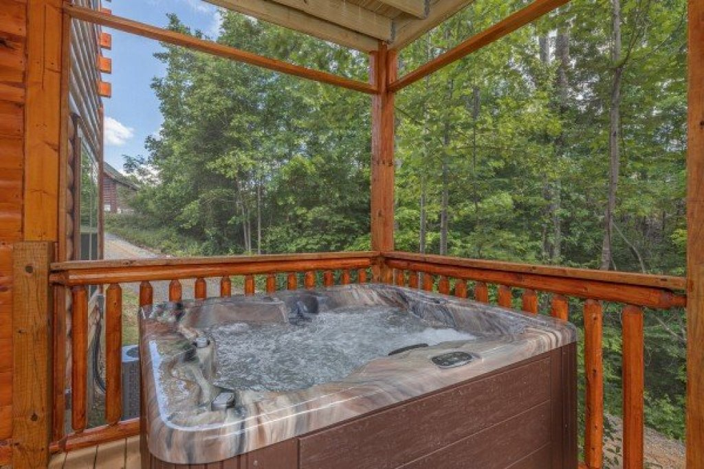Photo of a Sevierville Cabin named Mountain Life - This is the twenty-third photo in the set.