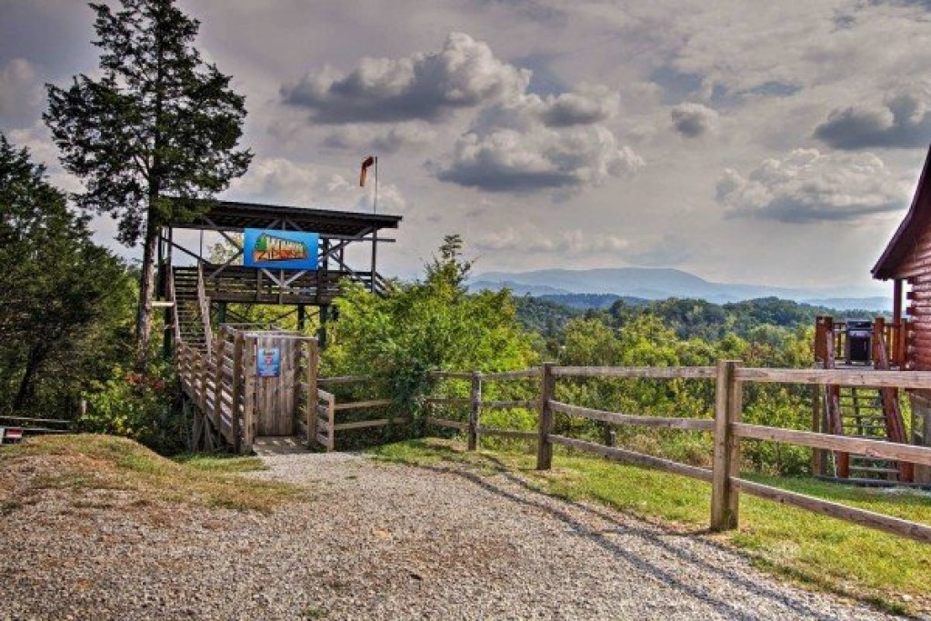 Photo of a Sevierville Cabin named Mountain Life - This is the twenty-ninth photo in the set.