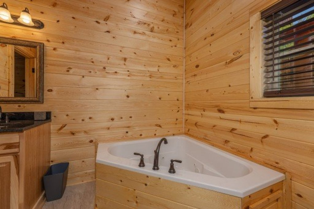 Photo of a Sevierville Cabin named Mountain Life - This is the eleventh photo in the set.
