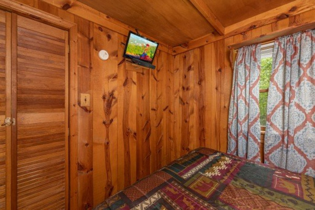 Photo of a Gatlinburg Cabin named Heavenly Hideaway - This is the thirteenth photo in the set.