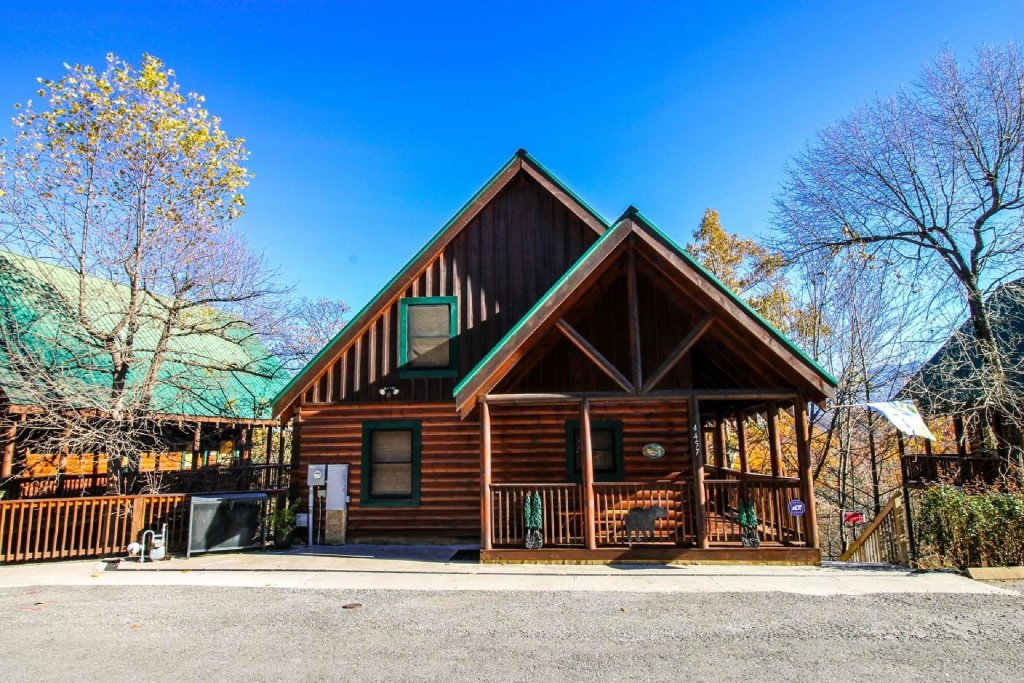 Photo of a Pigeon Forge Cabin named Heaven's Door - This is the second photo in the set.