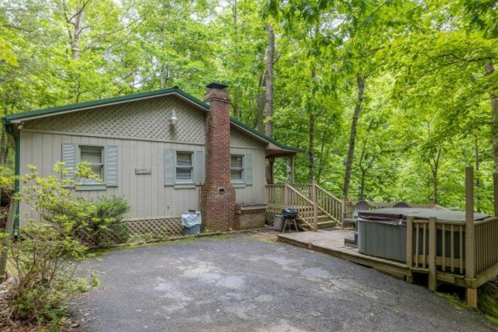 Photo of a Gatlinburg Cabin named Heavenly Hideaway - This is the first photo in the set.