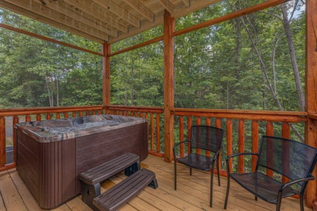 Photo of a Sevierville Cabin named Mountain Life - This is the twenty-second photo in the set.