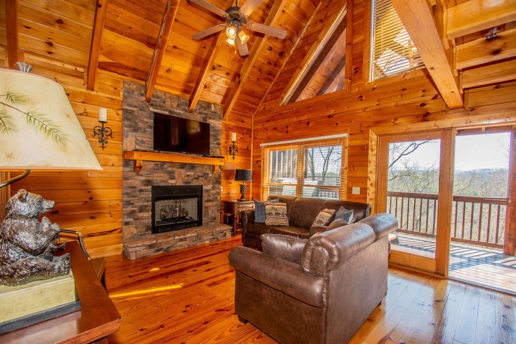 Photo of a Pigeon Forge Cabin named Heaven's Door - This is the first photo in the set.