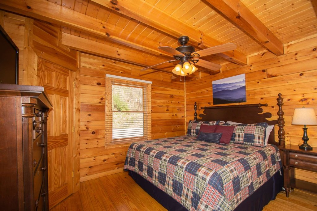 Photo of a Pigeon Forge Cabin named Heaven's Door - This is the eighteenth photo in the set.