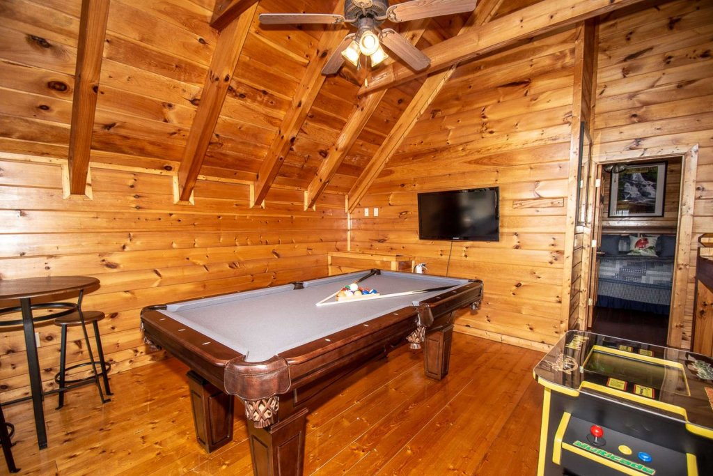 Photo of a Pigeon Forge Cabin named Heaven's Door - This is the fourteenth photo in the set.