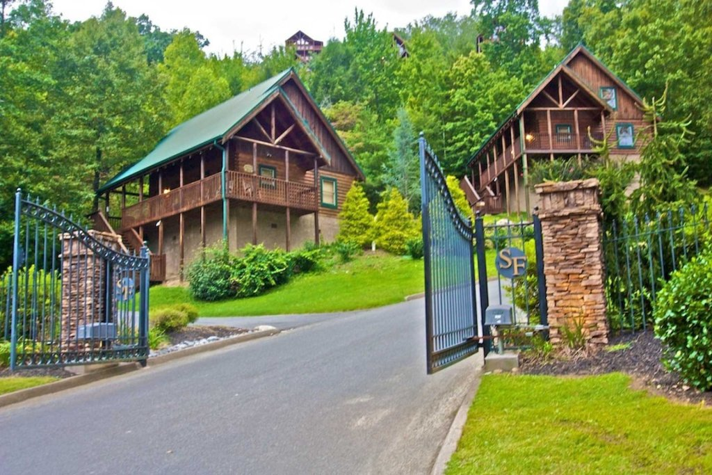 Photo of a Pigeon Forge Cabin named Heaven's Door - This is the thirty-sixth photo in the set.