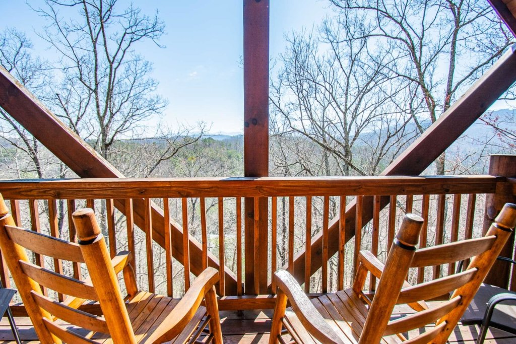 Photo of a Pigeon Forge Cabin named Heaven's Door - This is the seventeenth photo in the set.