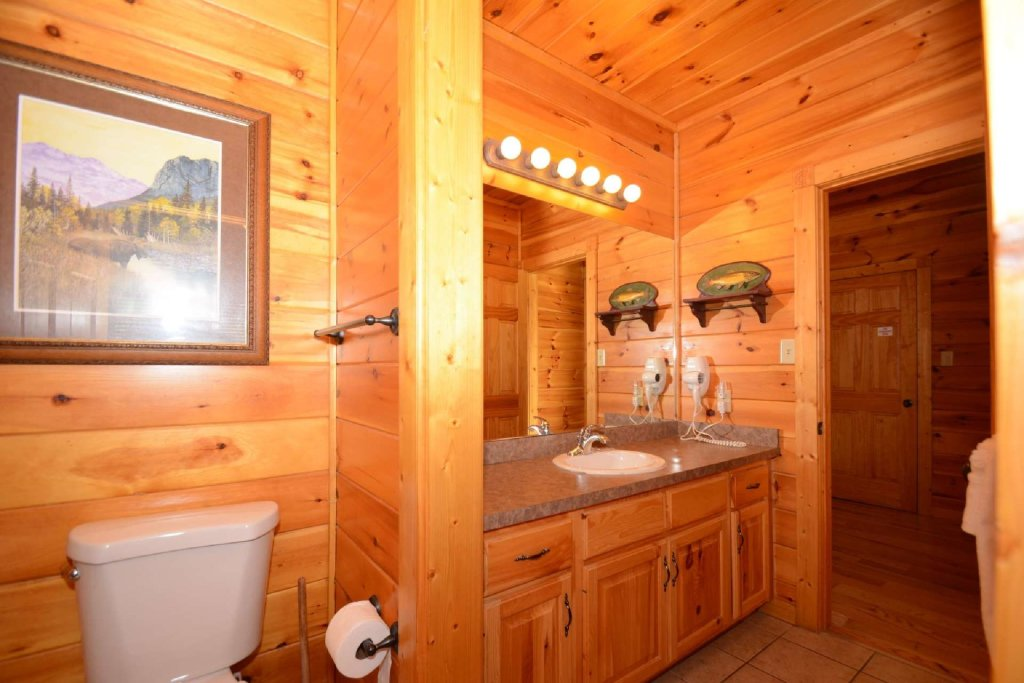 Photo of a Gatlinburg Cabin named Rustic Paradise - This is the twentieth photo in the set.