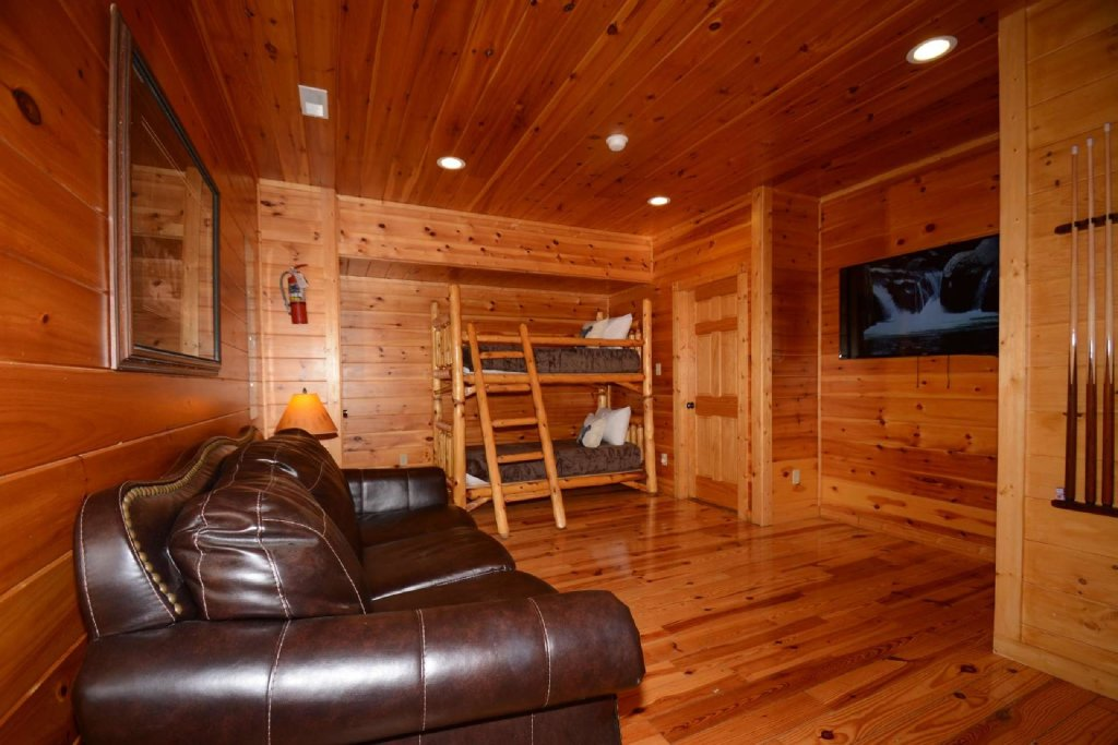 Photo of a Gatlinburg Cabin named Rustic Paradise - This is the fourteenth photo in the set.