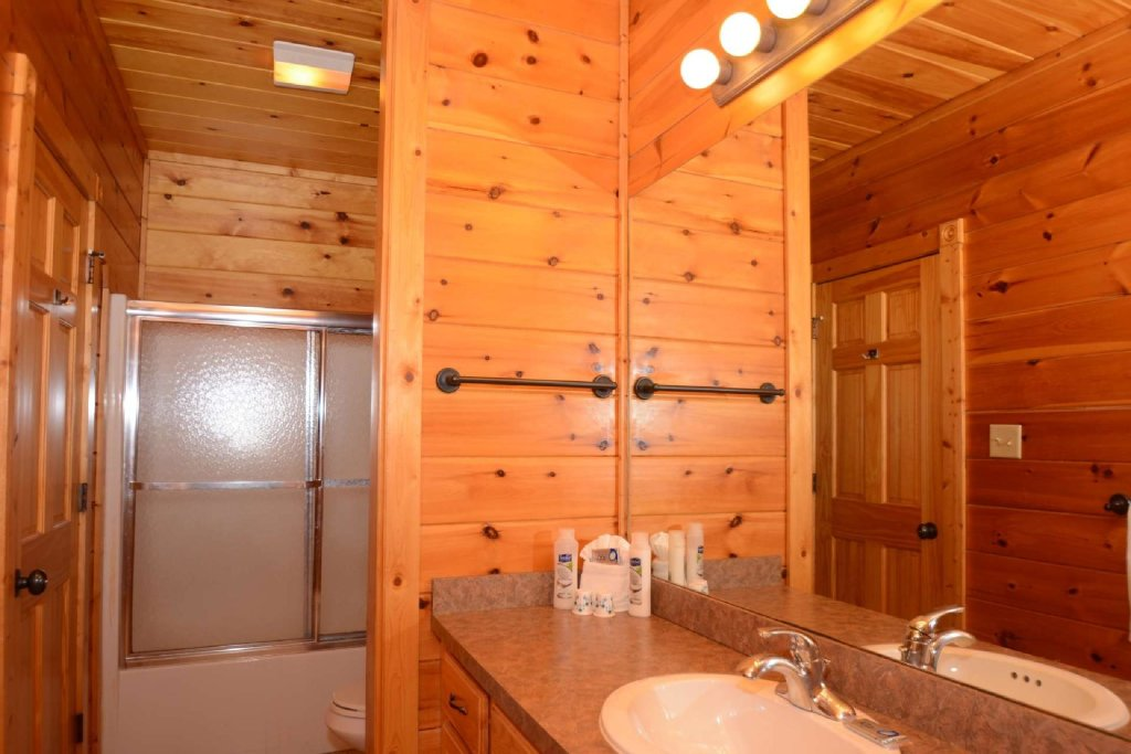 Photo of a Gatlinburg Cabin named Rustic Paradise - This is the nineteenth photo in the set.