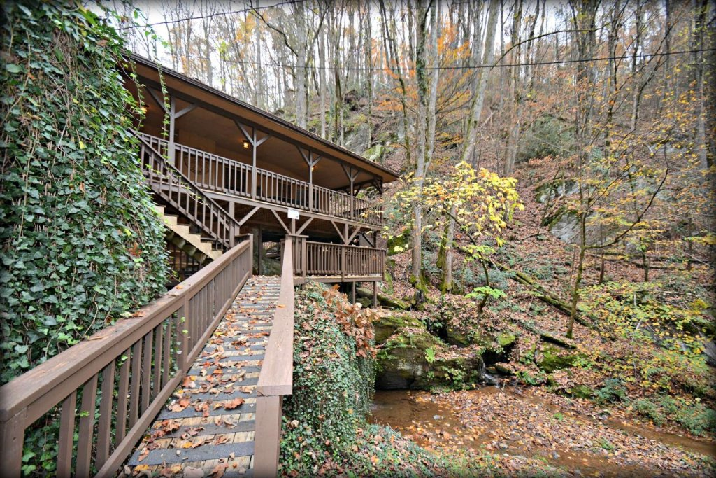 Photo of a Gatlinburg Cabin named Waterfall Cabin - This is the twentieth photo in the set.