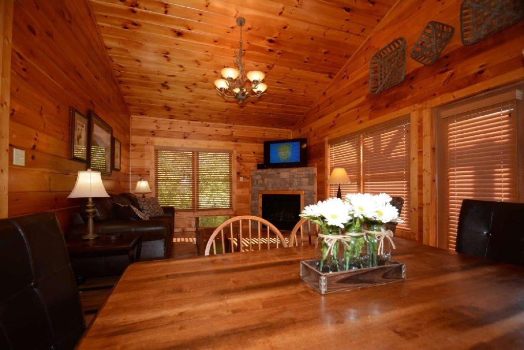 Photo of a Gatlinburg Cabin named Rustic Paradise - This is the twenty-second photo in the set.