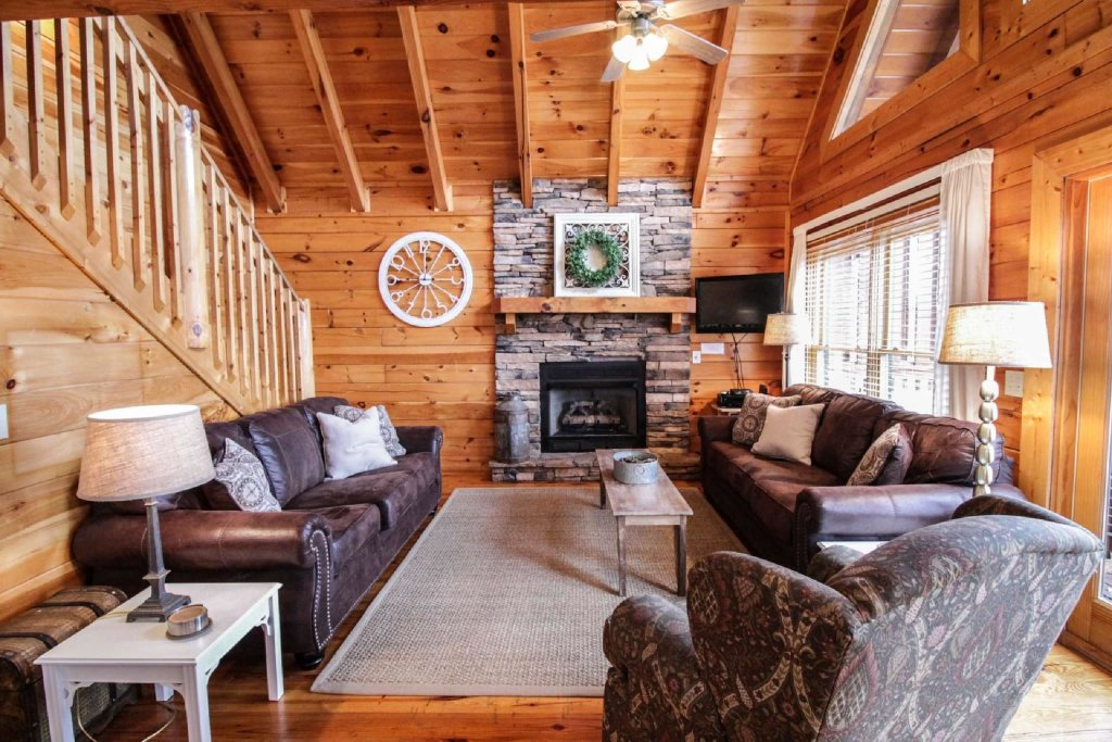 Photo of a Pigeon Forge Cabin named Mountain Memories - This is the first photo in the set.
