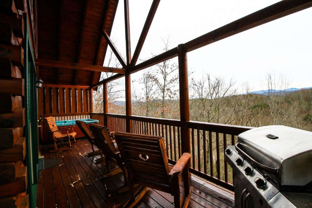 Photo of a Pigeon Forge Cabin named Mountain Memories - This is the eighth photo in the set.