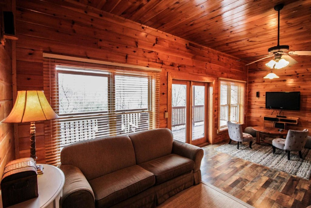 Photo of a Pigeon Forge Cabin named Mountain Memories - This is the sixteenth photo in the set.