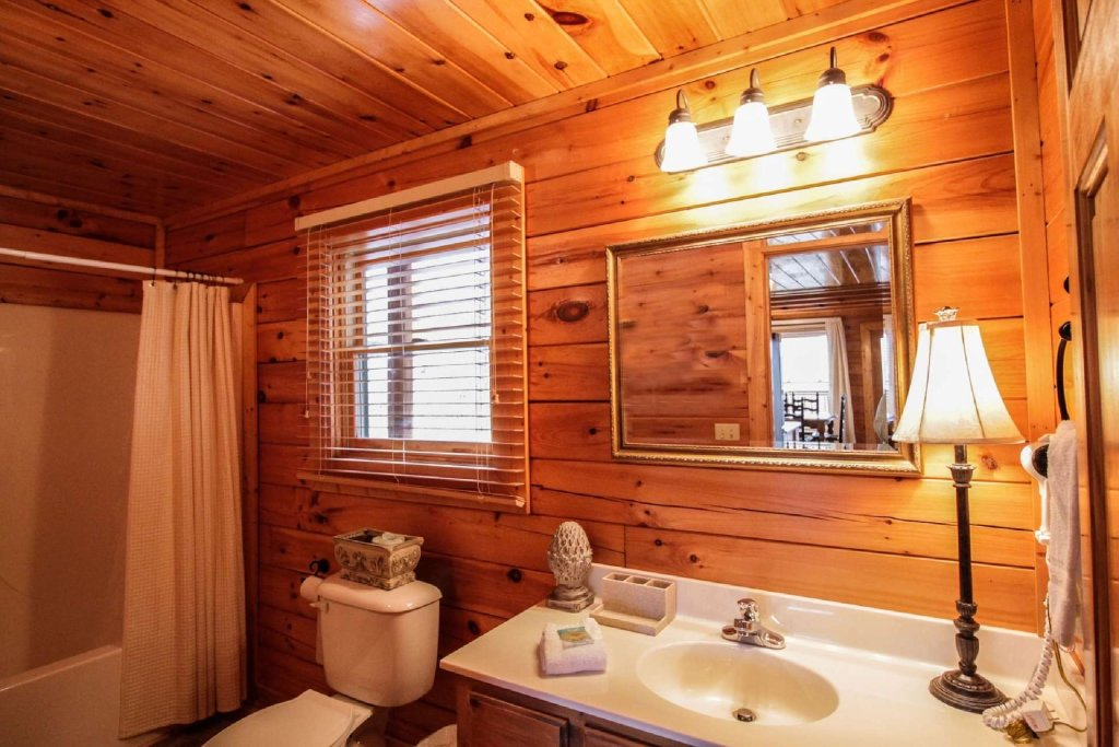 Photo of a Pigeon Forge Cabin named Mountain Memories - This is the fourteenth photo in the set.