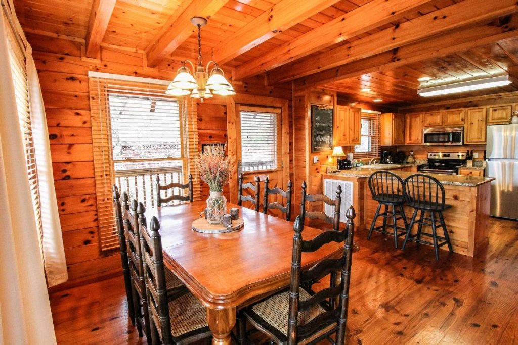 Photo of a Pigeon Forge Cabin named Mountain Memories - This is the tenth photo in the set.