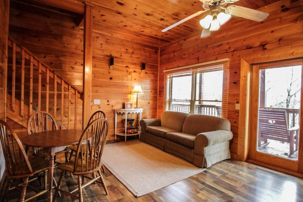 Photo of a Pigeon Forge Cabin named Mountain Memories - This is the twentieth photo in the set.