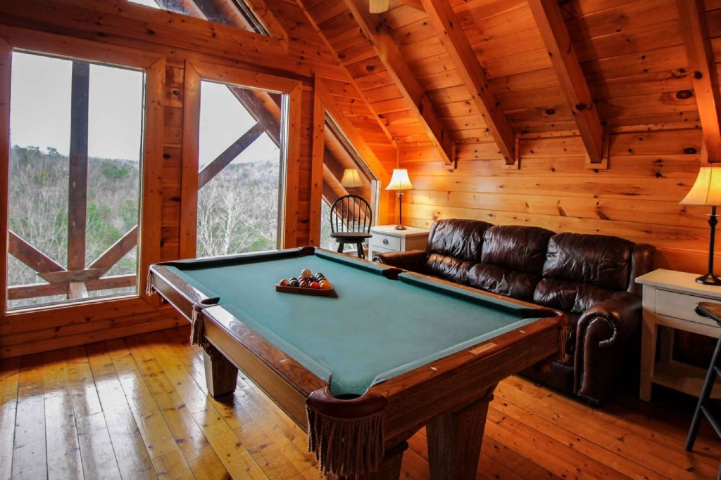 Photo of a Pigeon Forge Cabin named Mountain Memories - This is the nineteenth photo in the set.