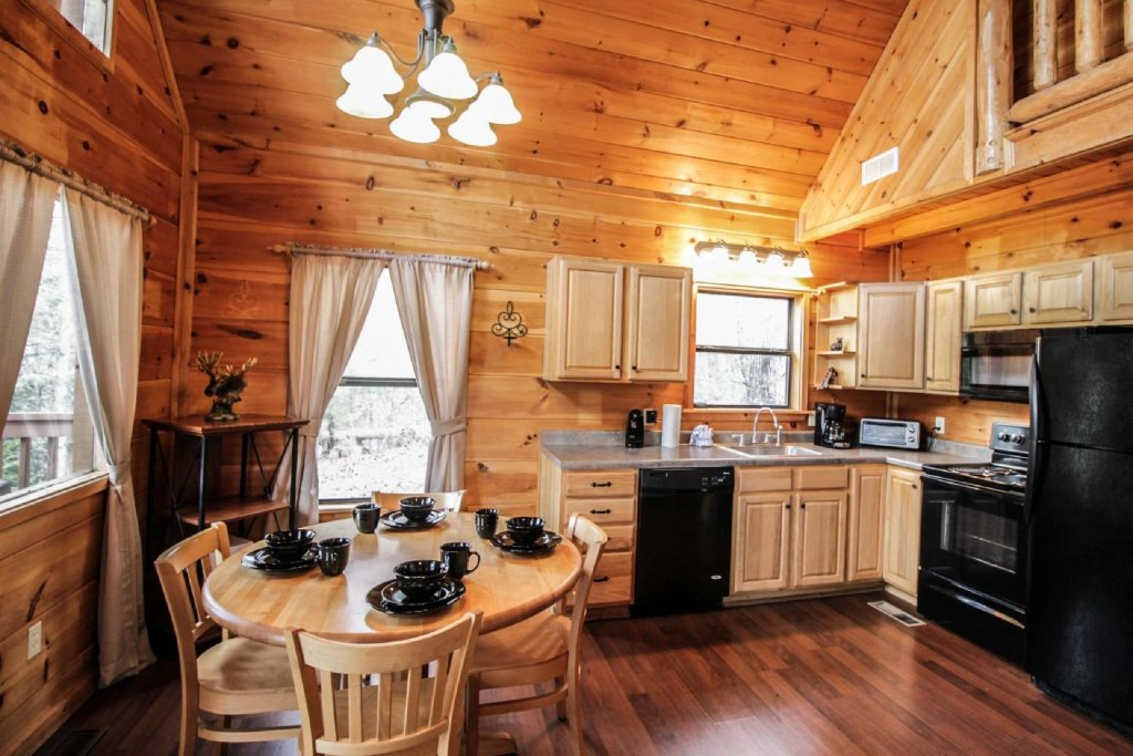Photo of a Pigeon Forge Cabin named Misty Mountain View - This is the sixth photo in the set.