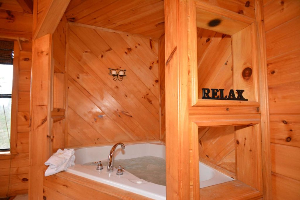 Photo of a Pigeon Forge Cabin named Misty Mountain View - This is the sixteenth photo in the set.