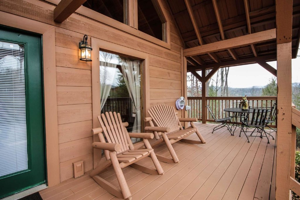 Photo of a Pigeon Forge Cabin named Misty Mountain View - This is the fourteenth photo in the set.